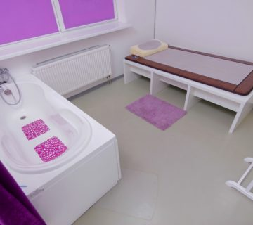 комната с матрацем и ванной